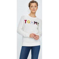 Tommy Hilfiger - Sweter. Szare swetry damskie Tommy Hilfiger, z bawełny, z okrągłym kołnierzem. W wyprzedaży za 429.90 zł.