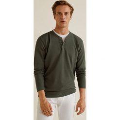 Mango Man - Longsleeve Oliver3. Brązowe bluzki z długim rękawem męskie Mango Man, z bawełny, z okrągłym kołnierzem. Za 89.90 zł.