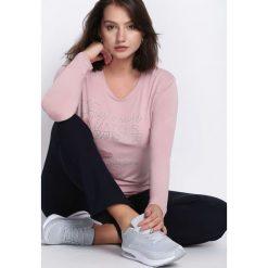 Różowa Bluzka Passionate Matter. Czerwone bluzki damskie Born2be, z aplikacjami, z okrągłym kołnierzem, z długim rękawem. Za 39.99 zł.