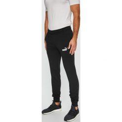 Puma - Spodnie. Szare spodnie sportowe męskie Puma, z nadrukiem, z bawełny. W wyprzedaży za 159.90 zł.