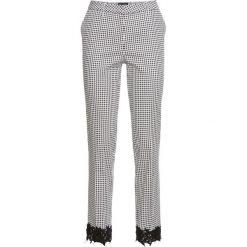 Spodnie z koronkową wstawką bonprix czarno-biały w kratę. Spodnie materiałowe damskie marki DOMYOS. Za 129.99 zł.