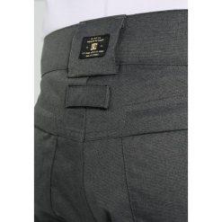 DC Shoes CODE Spodnie narciarskie dark shadow. Spodnie snowboardowe męskie marki WED'ZE. W wyprzedaży za 683.10 zł.