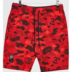 Materiałowe szorty - Czerwony. Czerwone szorty męskie Cropp, z materiału. W wyprzedaży za 39.99 zł.
