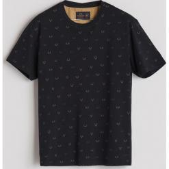 T-shirt z drobnym nadrukiem - Czarny. T-shirty męskie marki Giacomo Conti. Za 49.99 zł.