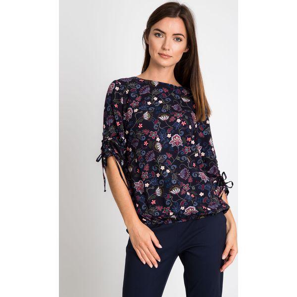ddd1c24670b5 Granatowa bluzka w kwiaty z wiązanymi rękawami QUIOSQUE - Szare ...