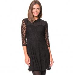 """Sukienka """"Felicia"""" w kolorze czarnym. Czarne sukienki damskie Assuili, w koronkowe wzory, z koronki, klasyczne. W wyprzedaży za 136.95 zł."""