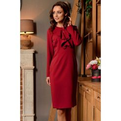 Sukienka z żabotem l270. Czerwone sukienki damskie Lemoniade, biznesowe, z klasycznym kołnierzykiem, z długim rękawem. Za 159.00 zł.