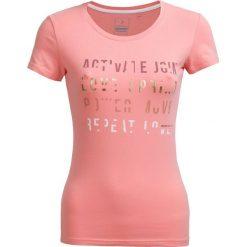 T-shirt damski TSD602 - pudrowy koral - Outhorn. Pomarańczowe t-shirty damskie Outhorn, z bawełny. W wyprzedaży za 24.99 zł.
