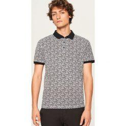Koszulka polo z nadrukiem - Biały. Koszulki polo męskie marki INESIS. W wyprzedaży za 49.99 zł.