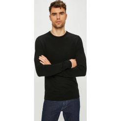 Calvin Klein - Sweter. Czarne swetry przez głowę męskie Calvin Klein, z dzianiny, z okrągłym kołnierzem. Za 449.90 zł.