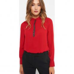 Koszula z koralikami. Czerwone koszule damskie Orsay, z poliesteru, eleganckie, ze stójką, z długim rękawem. Za 89.99 zł.