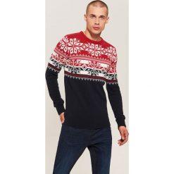 Sweter z zimowym motywem - Czerwony. Czerwone swetry przez głowę męskie House. Za 99.99 zł.