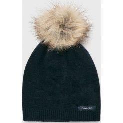Calvin Klein - Czapka. Szare czapki i kapelusze damskie Calvin Klein, z dzianiny. Za 179.90 zł.