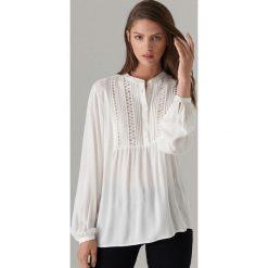 9d0db708dd85cc Elegancka bluzka z żabotem - Biały. Białe bluzki damskie Mohito, bez  wzorów, eleganckie