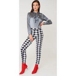 Rut&Circle Satynowa koszula Maya - Grey. Szare koszule damskie Rut&Circle, z poliesteru, z długim rękawem. Za 141.95 zł.