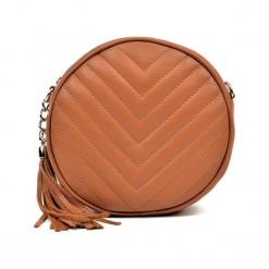 Skórzana torebka w kolorze koniaku - (S)19 x (W)19 x (G)6 cm. Brązowe torby na ramię damskie Akcesoria na sylwestrową noc. W wyprzedaży za 219.95 zł.