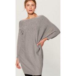 Kimonowy sweter z perłową aplikacją - Szary. Szare swetry damskie Mohito. Za 119.99 zł.