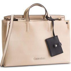 Torebka CALVIN KLEIN - Tack Tote K60K604816 638. Brązowe torebki do ręki damskie Calvin Klein, ze skóry ekologicznej. Za 699.00 zł.