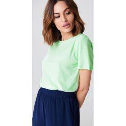 NA-KD Basic T-shirt basic - Green. Zielone t-shirty damskie NA-KD Basic, z bawełny, z okrągłym kołnierzem. W wyprzedaży za 21.18 zł.