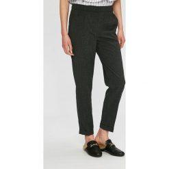 Vero Moda - Spodnie. Szare spodnie materiałowe damskie Vero Moda, z haftami, z elastanu. W wyprzedaży za 89.90 zł.