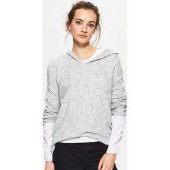 Sweter z kapturem - Jasny szary. Szare swetry damskie Cropp, z kapturem. Za 69.99 zł.