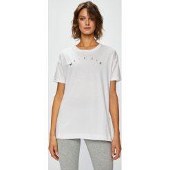 Nike Sportswear - Top. Szare topy damskie Nike Sportswear, z nadrukiem, z bawełny, z okrągłym kołnierzem, z krótkim rękawem. W wyprzedaży za 119.90 zł.