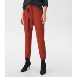Spodnie z wiązaniem - Bordowy. Czerwone spodnie materiałowe damskie House. Za 99.99 zł.