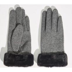 Dzianinowe rękawiczki - Jasny szar. Szare rękawiczki damskie Sinsay, z dzianiny. Za 29.99 zł.