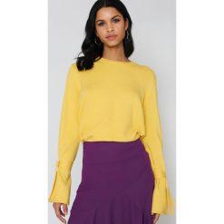 NA-KD Sweter z dzianiny z wiązanym rękawem - Yellow. Żółte swetry damskie NA-KD, z dzianiny. Za 161.95 zł.