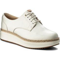 Espadryle CLARKS - Teadale Rhea 261319764 White Leather. Białe espadryle damskie Clarks, z materiału. W wyprzedaży za 299.00 zł.