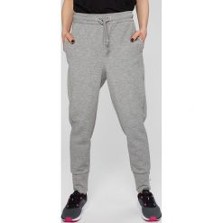 Only Play - Spodnie Heavenn. Szare spodnie materiałowe damskie Only Play, z bawełny. W wyprzedaży za 99.90 zł.