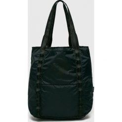 Converse - Torebka. Czarne torby na ramię damskie Converse. W wyprzedaży za 139.90 zł.