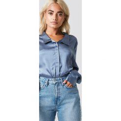 Rut&Circle Satynowa koszula Rebecka - Blue. Niebieskie koszule damskie Rut&Circle, z poliesteru. Za 104.95 zł.