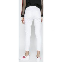 Answear - Jeansy. Szare jeansy damskie ANSWEAR. W wyprzedaży za 79.90 zł.
