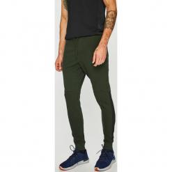Under Armour - Spodnie. Czarne spodnie sportowe męskie Under Armour, z bawełny. W wyprzedaży za 219.90 zł.