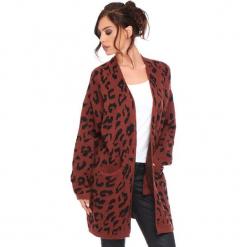 """Kardigan """"Leopard"""" w kolorze czerwonobrązowym. Brązowe kardigany damskie Cosy Winter, z motywem zwierzęcym. W wyprzedaży za 181.95 zł."""