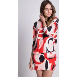 Dzianinowa sukienka typu nietoperz BIALCON. Szare sukienki damskie BIALCON, na lato, z dzianiny, wizytowe. W wyprzedaży za 109.00 zł.