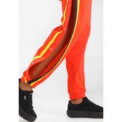Fenty PUMA by Rihanna TEARAWAY TRACK PANT Spodnie treningowe cherry tomato. Spodnie dresowe damskie Fenty PUMA by Rihanna, z dresówki. Za 799.00 zł.