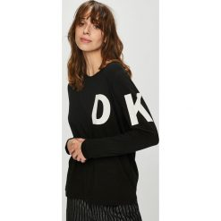 Dkny - Bluzka piżamowa. Czarne piżamy damskie DKNY, z nadrukiem, z bawełny. W wyprzedaży za 199.90 zł.