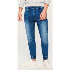Jeansy jogger - Niebieski. Niebieskie jeansy męskie Reserved. Za 129.99 zł.