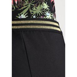 Rue de Femme SPORTY PANT Spodnie materiałowe black. Spodnie materiałowe damskie Rue de Femme, z bawełny. Za 419.00 zł.