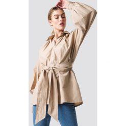NA-KD Trend Koszula z bufiastym rękawem - Beige. Brązowe koszule damskie NA-KD Trend, w paski. Za 161.95 zł.