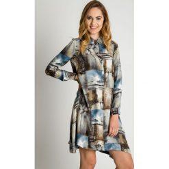 Koszulowa sukienka z zapięciem polo BIALCON. Szare sukienki damskie BIALCON, na jesień, z zamszu, z koszulowym kołnierzykiem. Za 389.00 zł.