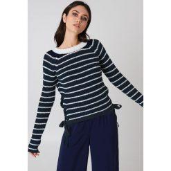 Rut&Circle Sweter ze sznurowaniem Idun - Blue,Multicolor. Niebieskie swetry damskie Rut&Circle, z dzianiny, ze sznurowanym dekoltem. Za 121.95 zł.
