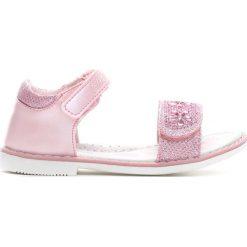 Różowe Sandały She Ain't You. Sandały dziewczęce marki Born2be. Za 39.99 zł.