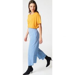 NA-KD Basic T-shirt oversize - Orange,Yellow. Pomarańczowe t-shirty damskie NA-KD Basic, z bawełny. W wyprzedaży za 37.07 zł.