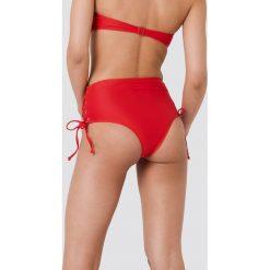 NA-KD Swimwear Dół bikini ze sznurowaniem - Red. Czerwone bikini damskie NA-KD Swimwear. W wyprzedaży za 36.48 zł.