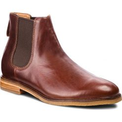 Sztyblety CLARKS - Clarkdale Gobi 261362517  Mohogany Leather. Brązowe botki męskie Clarks, z materiału. W wyprzedaży za 439.00 zł.