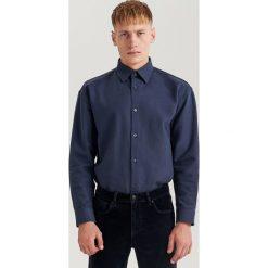 Koszula oversize ReDesign - Granatowy. Niebieskie koszule męskie Reserved. Za 139.99 zł.
