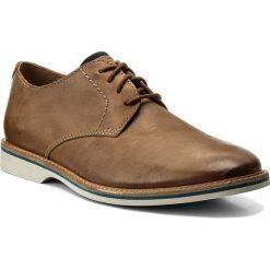 Półbuty CLARKS - Atticus Lace 261318247 Tan Leather. Brązowe półbuty na co dzień męskie Clarks, z materiału. W wyprzedaży za 299.00 zł.